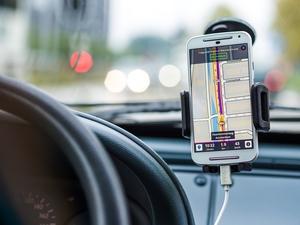 Uporaba telefona med vožnjo