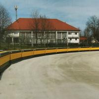 Pomembna pridobitev za večjo varnost ljubljanskega speedway stadiona - varovalne zračne blazine (Požrl - iz zbornika ob petdeseti obletnici speedwaya v Ljubljani)
