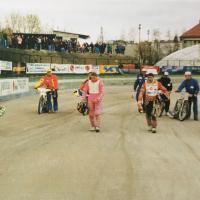 Izbira startnih mest pred finalom A 13. aprila na ljubljanski stezi (Tomažič - iz zbornika ob petdeseti obletnici speedwaya v Ljubljani)