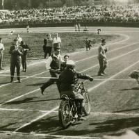 Otvoritev stadiona je bila v znamenju Ludvika Stariča (Tomažič - iz zbornika ob petdeseti obletnici speedwaya v Ljubljani)