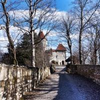 Dostop do gradu naj bi bil danes enak, kot so ga uporabljali njegovi nekdanji prebivalci in njihovi obiskovalci.