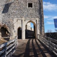 Vhod v Žovneški grad za pešce in konjenike