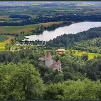 Žovneški grad in Žovneško jezero. Foto: Janez Medvešček