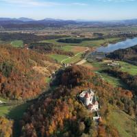 Žovneški grad in Spodnja Savinjska dolina iz zraka. Foto: Kralj
