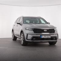 Kia sorento 2.2 CRDi AWD platinum. Cena avtomobila: 52.000 evrov, sistem za pomoč pri parkiranju v serijski opremi.