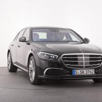Mercedes S 500 4matic. Cena avtomobila: 138.200 evrov, paket za prostoročno parkiranje stane 871 evrov.