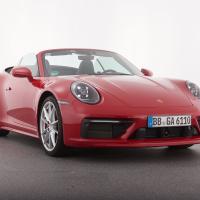 Porsche 911 cabrio 4S. Cena avtomobila: 146.000 evrov, asistenca za parkiranje s sistemom za parkiranje v garažo: 3300 evrov.