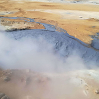Blatni lonec - vrelo modrikasto blato, zmes vodne pare in vulkanskega pepela.