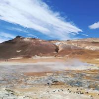 Učna ura vulkanizma. Islandija ima okoli 130 vulkanov, med katerimi so nekateri še aktivni, drugi pa speči.