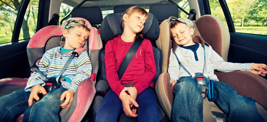Otroci naj bodo med vožnjo vedno ustrezno zavarovani.