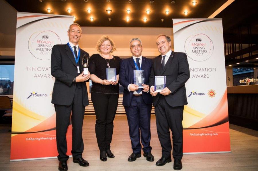 Vodja področja članstva pri AMZS mag. Mateja Drobnič z drugimi prejemniki nagrad, ACI - Italija, ACR - Romunija in ACP - Portugalska