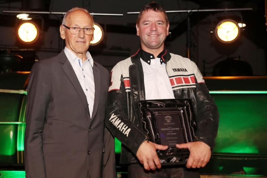 Igor Jerman, dvakratni svetovni prvak v vzdržljivostnem motociklizmu, je prejel častno listino OKS. Foto: Aleš Fevžer