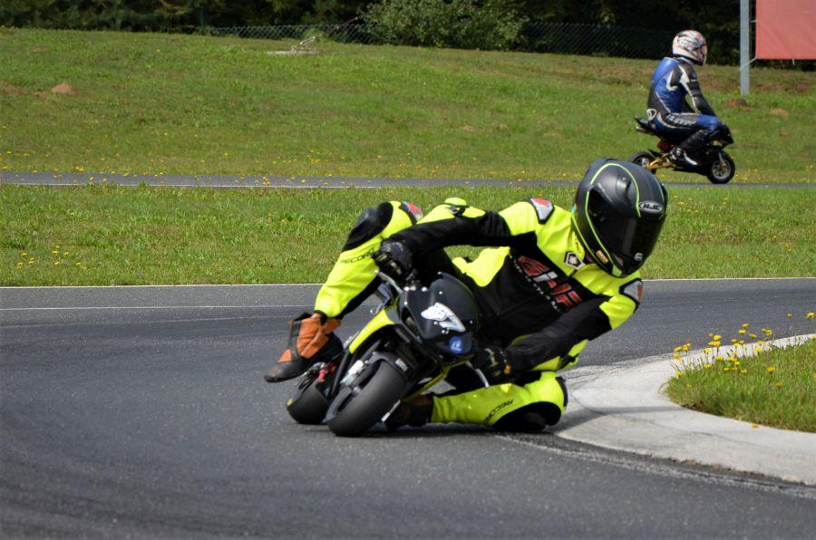 Jan Poropat med eno izmed voženj, s katero si je že privozil naslov državnega prvaka v razredu minimoto open.