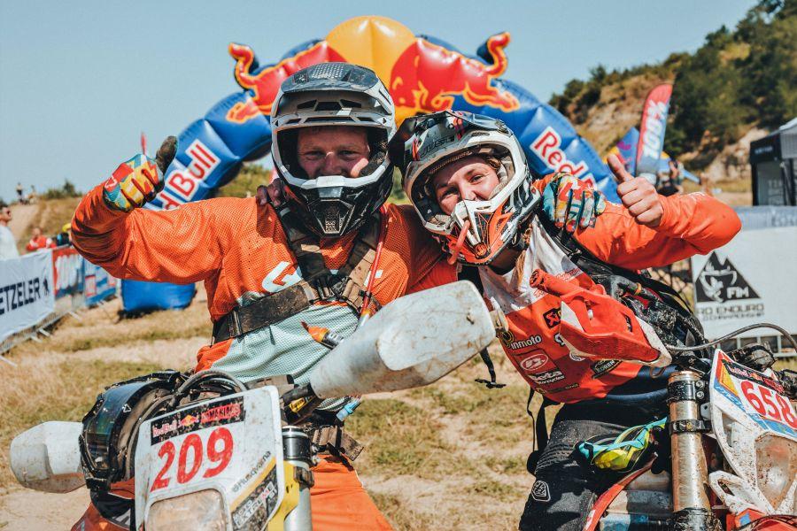 Toni Mulec in Tjaša Fifer vesela v cilju. (Foto/Denis Janežič)