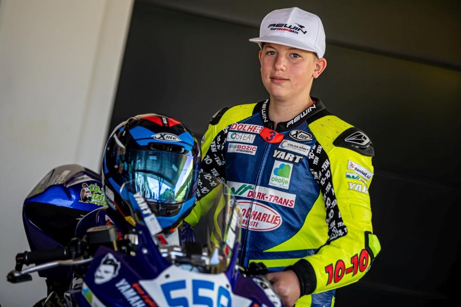 Etien Kantar Božič je v tej sezoni novinec v razredu supersport 300.