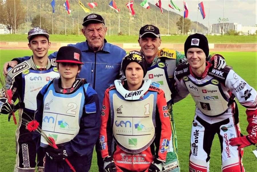 Moštvo AMD Krško - z leve zadaj: Miran Praznik, trener Milan Praznik, Denis Štojs, Nick Škorja; spredaj Tilen Bračko in Sven Cerjak. (Foto/AMD Krško)