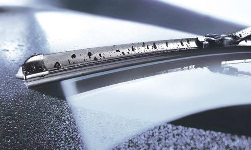 Ne pozabite preveriti stanja brisalcev na avtomobilu