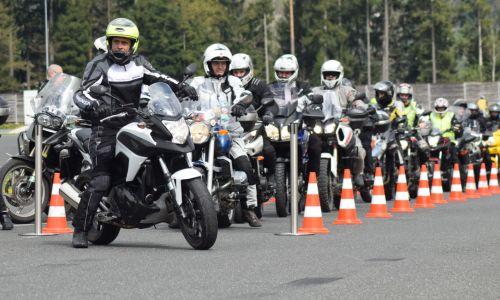 Na preventivnem dogodku na Vranskem petsto motoristov