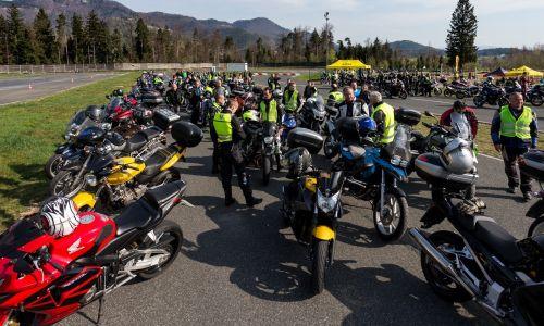 Motoristični praznik v AMZS Centru varne vožnje na Vranskem + video