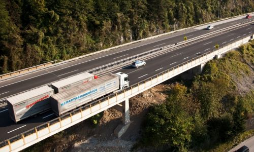 Na avtocesti A1 od 15. januarja prepoved prehitevanja za tovorna vozila