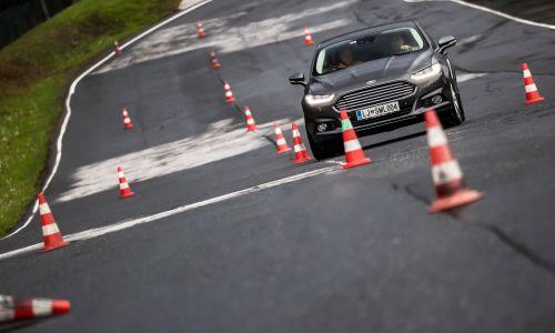 Vlada začasno prepovedala delovanje šolam za voznike in podaljšala veljavnost vozniških dovoljenj