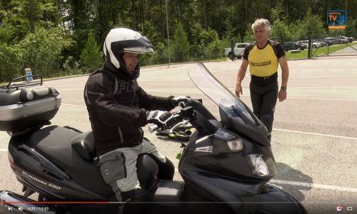 Gluhi motoristi opravili tečaj varne vožnje