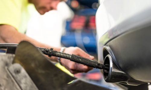 Tehnični pregledi in drugi postopki v zvezi z registracijo motornih vozil se začasno prenehajo izvajati