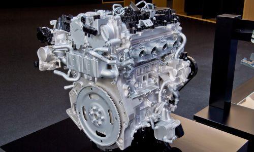 Mazdin bencinski motor z značilnostmi dizelskega