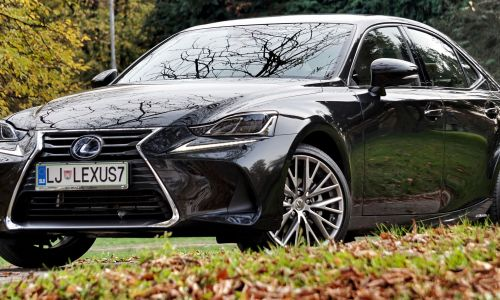 Kratek test: Lexus IS 300h premium