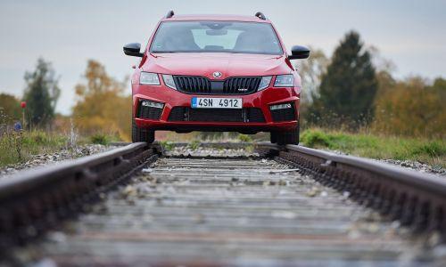 AMZS test sistemov prilagodljivega vzmetenja v sedmih avtomobilih