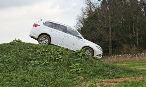 Mitsubishijeva hibridna dogodivščina za člane AMZS