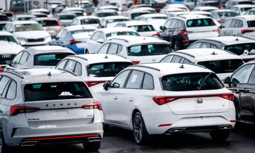 Slovenski avtomobilski trg v letu 2020: številke niso katastrofalne nizke