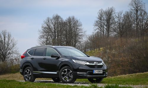 Kratek test: Honda CR-V hybrid 2.0 i-MMD AWD executive