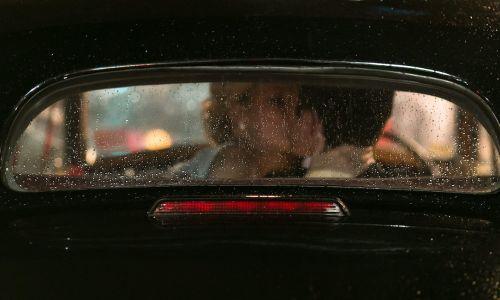 Kolikokrat na mesec se poljubljamo v avtu?