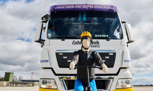 AMZS test pripomočkov za zaznavanje kolesarjev v mrtvem kotu za tovorna vozila