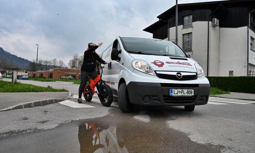 """Pravni nasvet: Vozniki proti kolesarjem in voznikom """"posebnih prevoznih sredstev"""""""