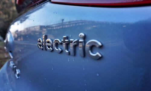 Manj subvencij za več električnih avtomobilov?