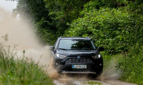 Supertest: toyota RAV4 2,5 HSD AWD executive tech - 7. del