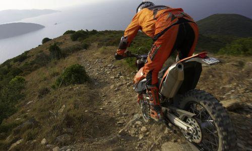 Vožnja z motornimi vozili v naravnem okolju
