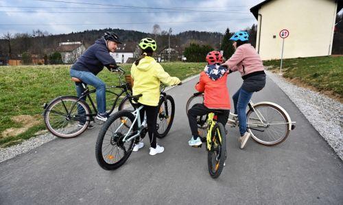 Na pedalih: Varno in zabavno družinsko kolesarjenje