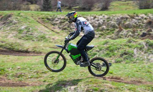 Kolesarski motokros na elektriko