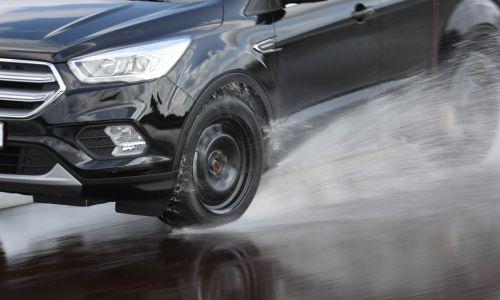 AMZS test 28 letnih pnevmatik dimenzij 235/55 R 17 in 225/40 R 18