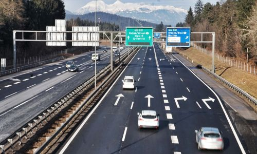 Izzivi in pasti vožnje po avtocestah in hitrih cestah