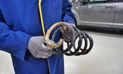 Nakup in uporaba neoriginalnih avtomobilskih rezervnih delov