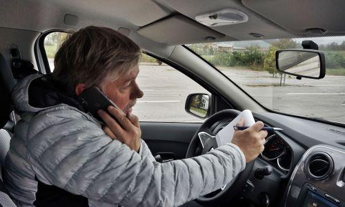 Zdravje: Zakaj je med vožnjo telefon najbolje izključiti?