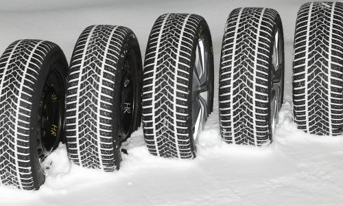 AMZS test 28 zimskih pnevmatik dveh dimenzij