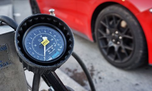 Kako (ne)natančni so merilniki tlaka na bencinskih servisih?