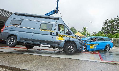 AMZS preskusni trk avtodoma in osebnega avtomobila