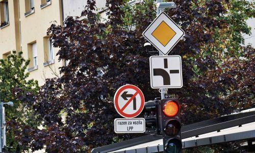 Promet: Po pravilih ali na pamet?