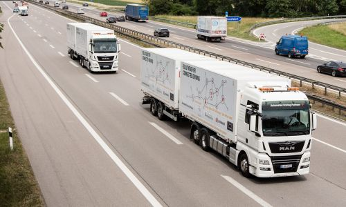 Avtonomna vožnja tovornjakov v konvoju